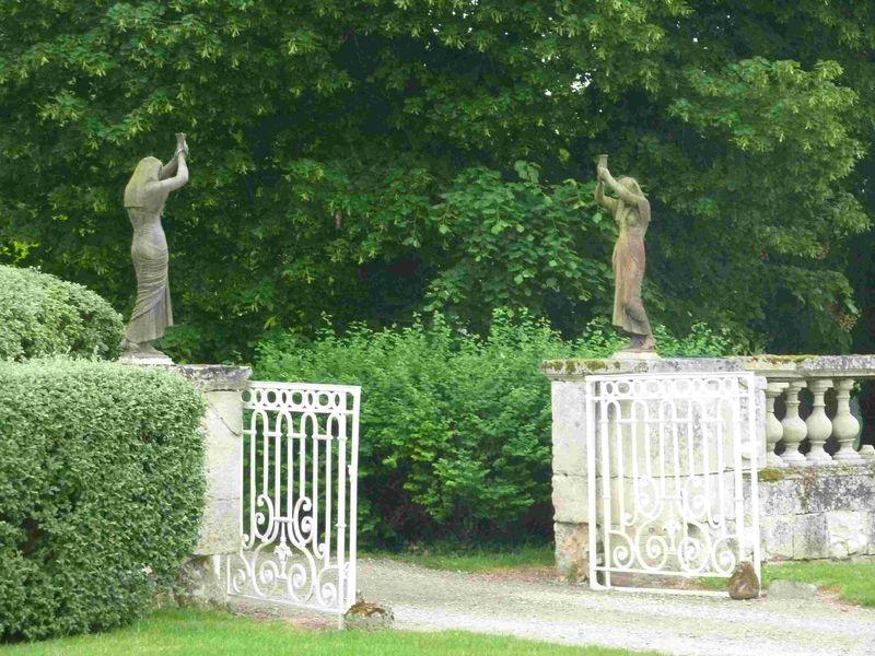 St Rémy statues GIMP